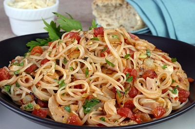 Notta Pasta with Clam Sauce and Tomatoes Recipe
